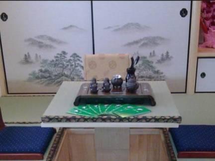 彩色日式榻榻米茶桌餐厅背景墙装修效果图