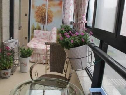 彩色现代风格舒适阳台窗帘装修设计图