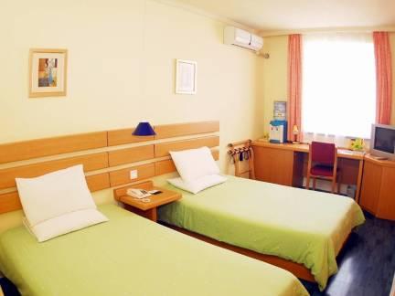 米色现代风格宾馆窗帘装修图片