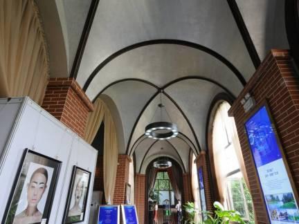 灰色素雅地中海风格客厅吊顶装修美图
