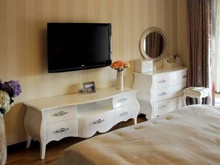 棕色欧式风格卧室电视柜装修设计图