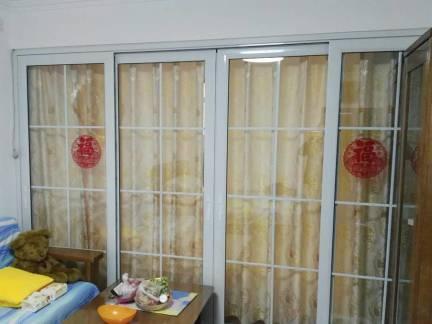 白色现代风格客厅隐形门装修设计图
