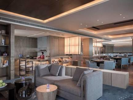 雅致灰色简约现代风格客厅吊顶装修效果图