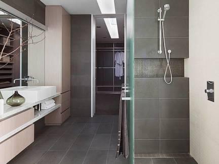 灰色现代风格卫生间吊顶装修设计图