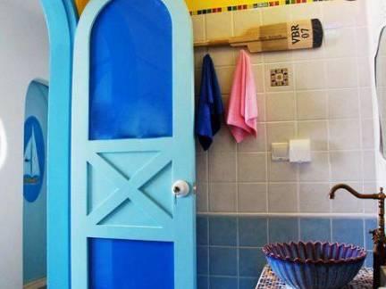 蓝色地中海风格卫生间背景墙装修效果图