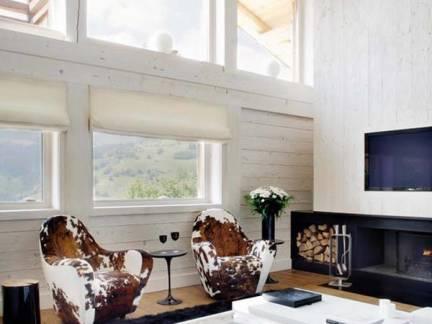 白色舒适现代风格客厅飘窗装修设计图