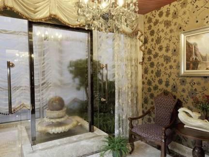 棕色欧式风格客厅灯具装修美图