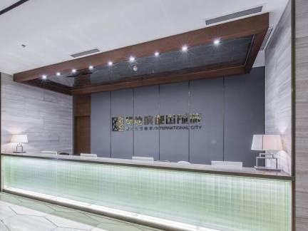 灰色现代风格客厅吧台装修设计图