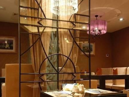 棕色中式风格餐厅隔断装修图片