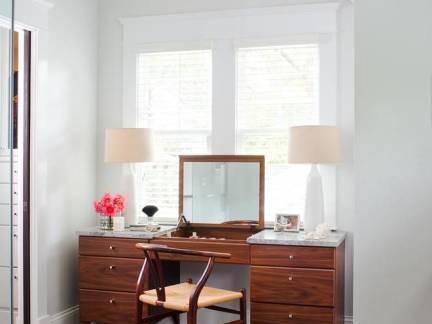 白色现代风格卧室唯美床头柜装修设计图