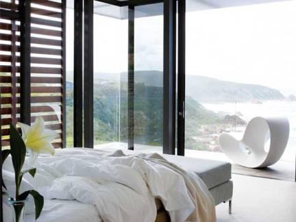 白色现代风格卧室床头柜装修设计图