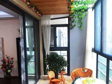 彩色东南亚风格阳台时尚吊顶装修设计图