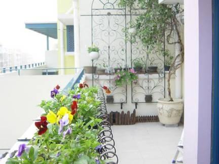 白色现代风格阳台飘窗装修设计图