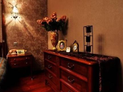 褐红色浪漫美式风格卧室储物柜装修图片