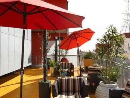 棕色现代风格露天阳台沙发装修设计图