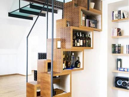 白色现代风格客厅楼梯装修设计图