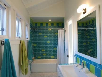 白蓝色现代风格卫生间吊顶装修图片
