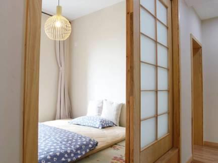 棕色日式风格卧室榻榻米装修效果图