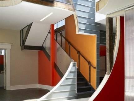 彩色现代风格客厅楼梯装修设计图