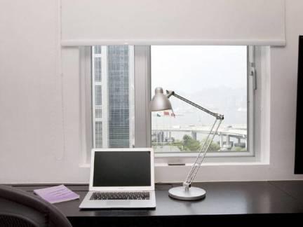 白色现代风格书房飘窗装修设计图