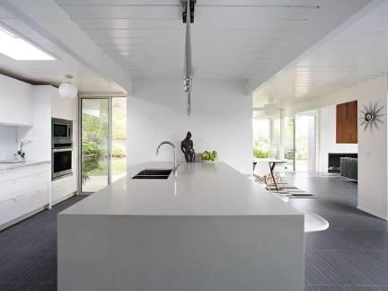 白色现代风格厨房吊顶装修图片