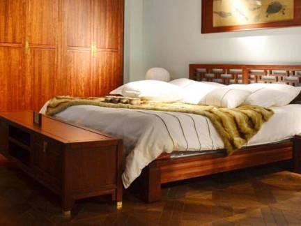棕色中式风格卧室衣柜装修效果图