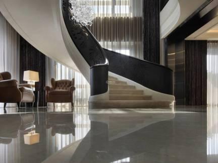 米色时尚现代风格客厅楼梯装修设计图