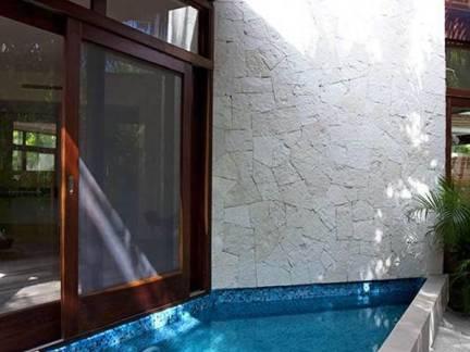 日式风格阳台原木色吊顶装修效果图