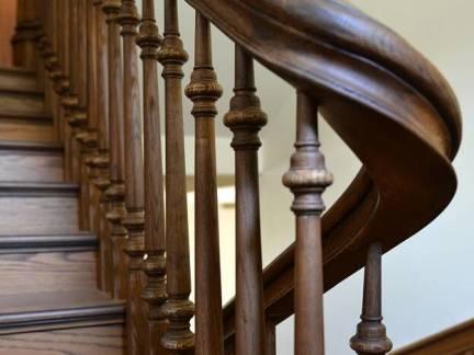 中式风格阁楼原木色楼梯装修图