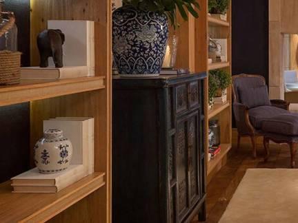 棕色现代风格客厅书柜装修设计图