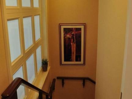棕色现代风格阁楼楼梯装修效果图