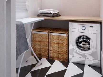 白色现代风格华美阳台储物柜装修美图