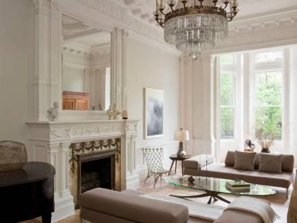 白色欧式风格客厅舒适灯具装修设计图