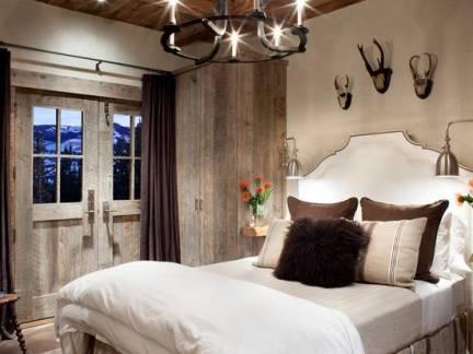 棕色欧式风格卧室吊顶装修美图
