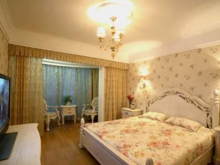 舒适米色欧式风格卧室窗帘装修设计图