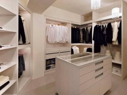 米色现代风格优雅衣帽间衣柜装修美图