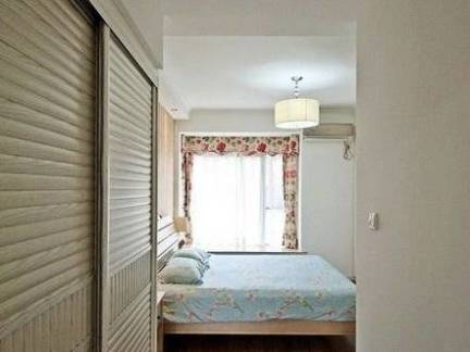 彩色现代风格卧室榻榻米装修效果图