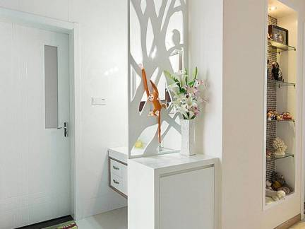 白色现代风格卫生间隔断装修设计图