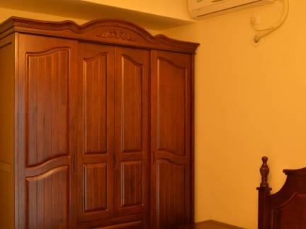 棕色中式风格卧室衣柜装修设计图