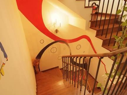 中式风格阁楼配原木色楼梯装修效果图