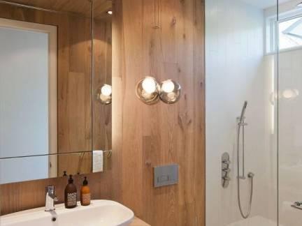 棕色现代风格卫生间吊顶装修设计图