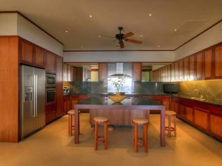 棕色东南亚风格厨房吧台装修效果图