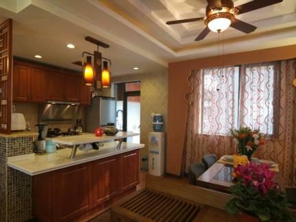 棕色东南亚风格厨房窗帘装修美图
