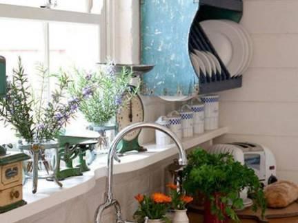现代风格阳台白色飘窗装修设计图