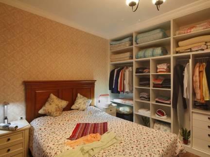 米色中式风格卧室衣柜装修效果图