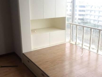 白色现代风格阳台储物柜装修图片