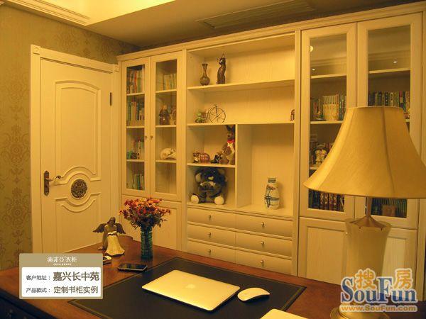 给卧室开一扇门的方式,完成了对卧室入口拐角的空间改造,做了转角衣柜图片