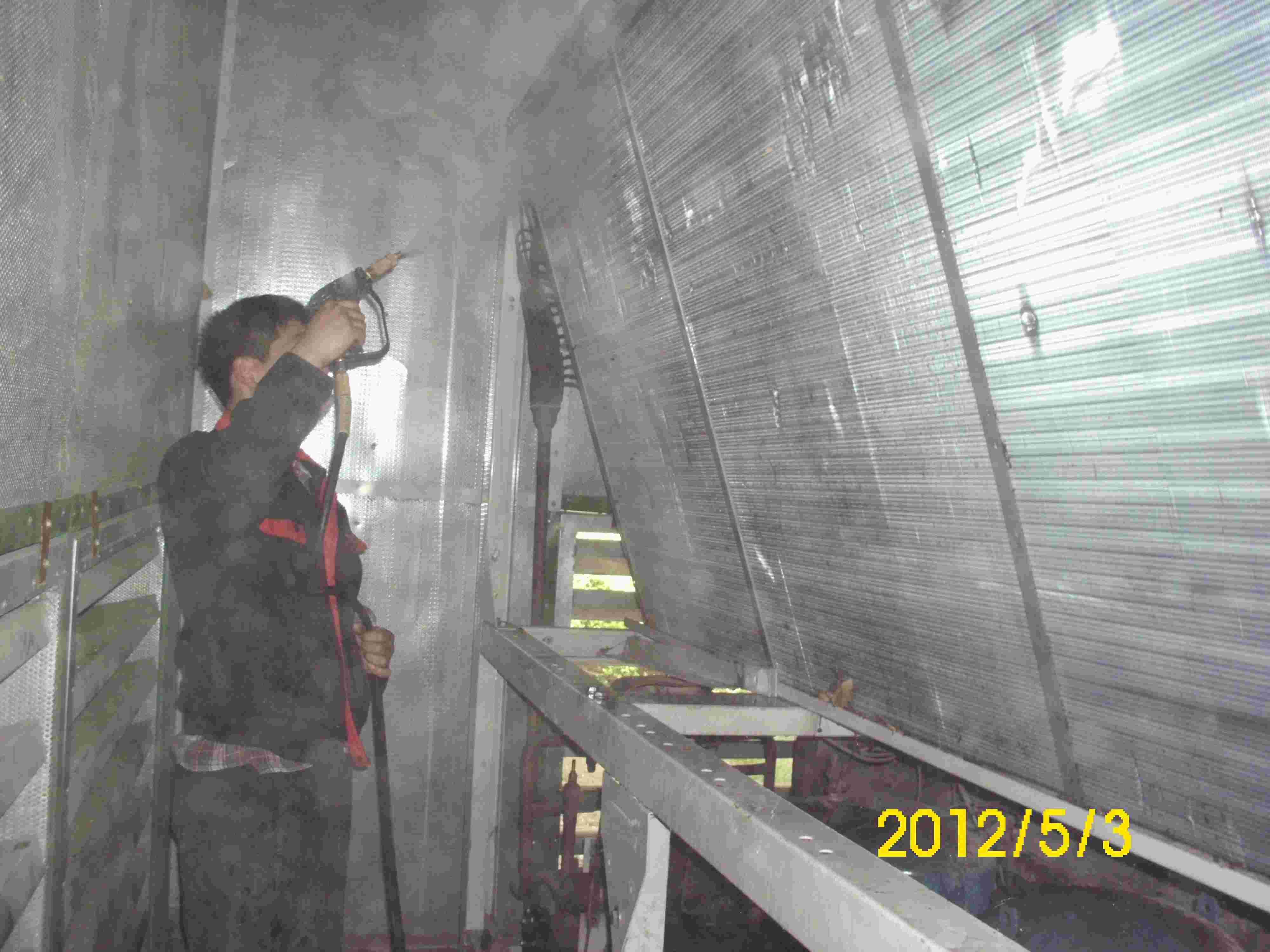 中央空调室外机清洗 维护高清图片