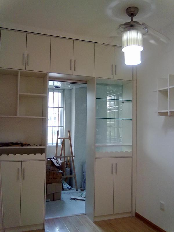 南宁艺宝威尔家具定制yb-jg厨房酒柜作隔断,合理利用空间图片