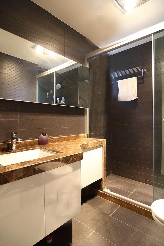 卫生间给客户两种参考选择,一种为冷色调,一种为暖色调。相信无论客户选择了那种,在我们全体人员的配合下都能给客户打造一个美观、舒适、实用的环境。